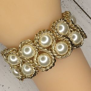 Stretchy Faux Pearl and Chain Bracelet